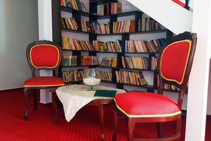 Caprice Monteoru Biblioteca