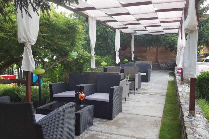 Caprice Lounge Piscina